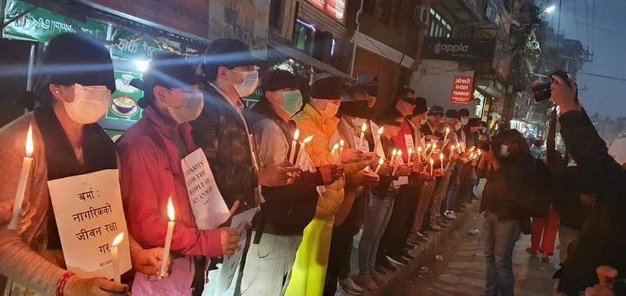 म्यानमारका नागरिकको जीवनरक्षाको माग गर्दै मैनवत्ती बालेर प्रदर्शन