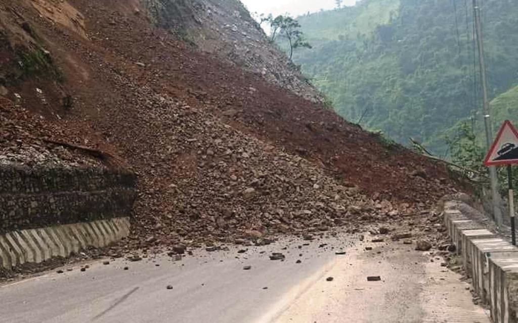नागढुंगामा पहिरो, काठमाडौँ प्रवेश गर्ने सयौँ गाडीले सडक जाम